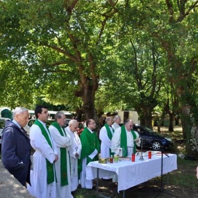 Os curas do concello do Páramo e nativos do mesmo concelebraron a misa do Día dos Maiores