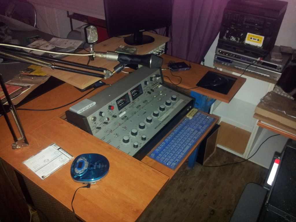 mesa de mezclas de radio