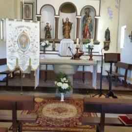 Interior da igrexa de Adai